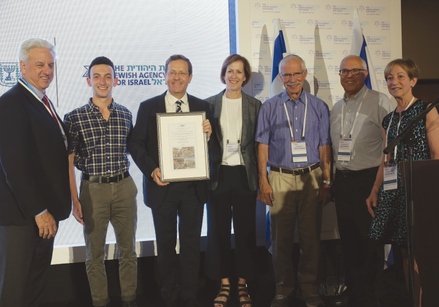 FROM LEFT: Michael Siegal, Jewish Agency chairman of the board; Owen Egre, 10,000th Onward Israel pa