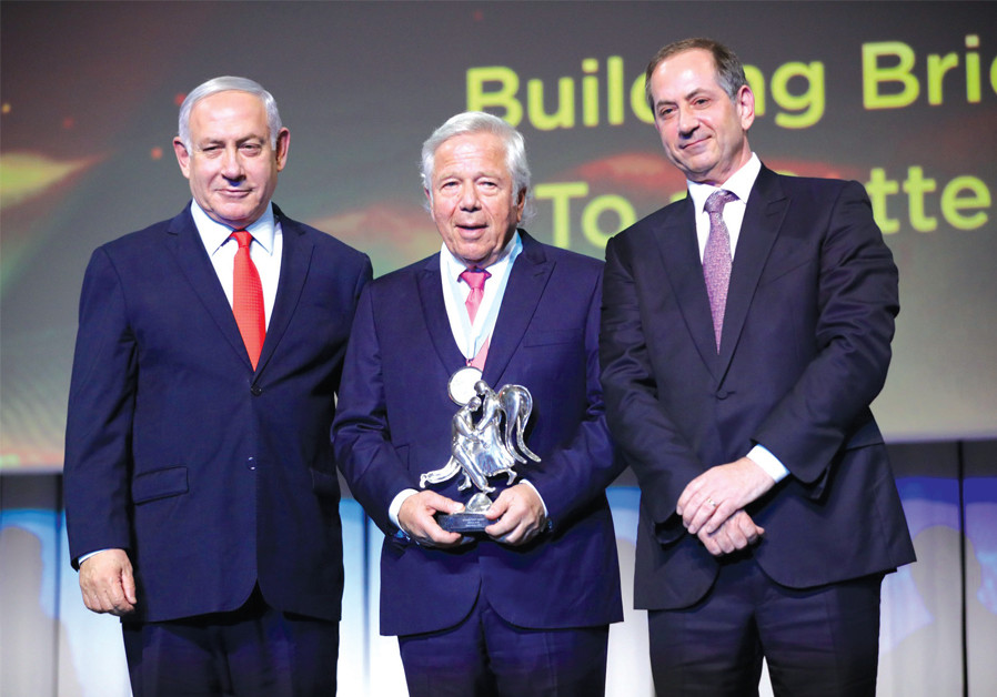 (RIGHT TO left) Genesis Prize Foundation co-founder and chairman Stan Polovets; 2019 Genesis Prize laureate Robert Kraft; and Prime Minister Benjamin Netanyahu. (Credit: NATASHA KUPERMAN)