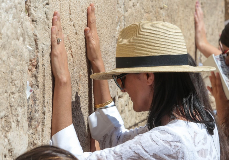 Nikki Haley visits Western Wall in Jerusalem