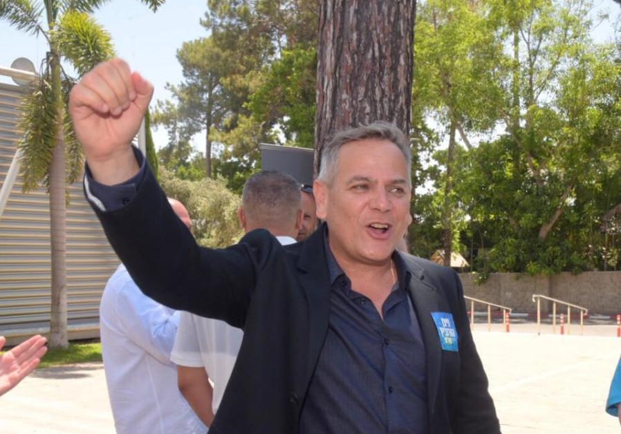 Israel's first gay party leader Nitzan Horowitz elected head of Meretz
