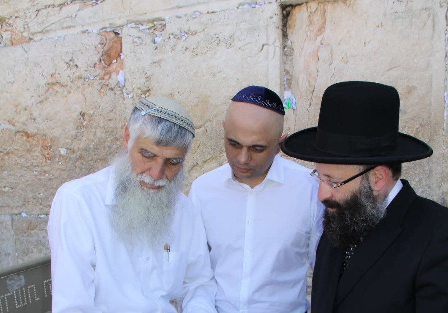 Director General of the Western Wall Heritage Foundation, Mordechai Eliav [L] with British Home Secr