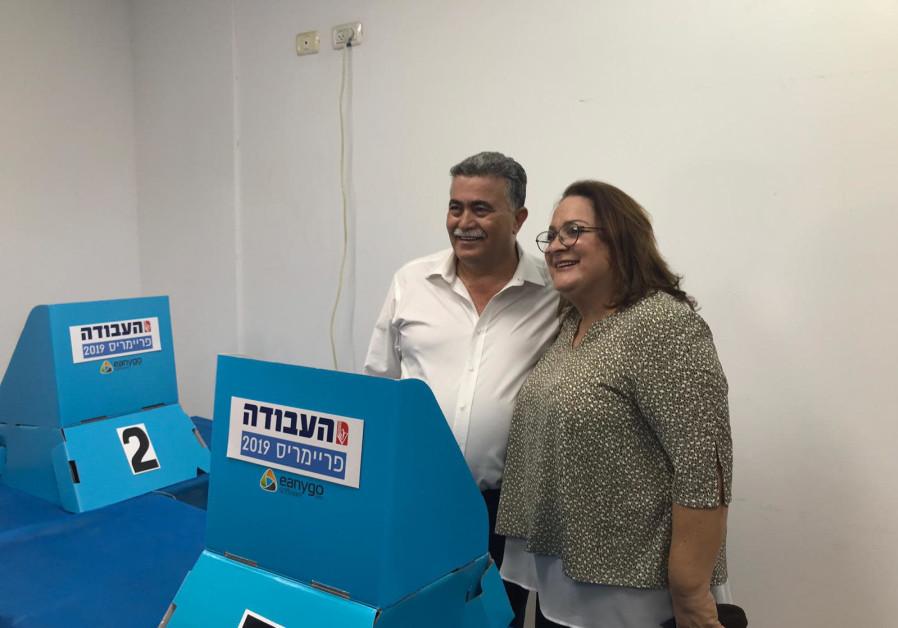 Labor MK Amir Peretz arrives to vote at Labor primares. (Courtesy)