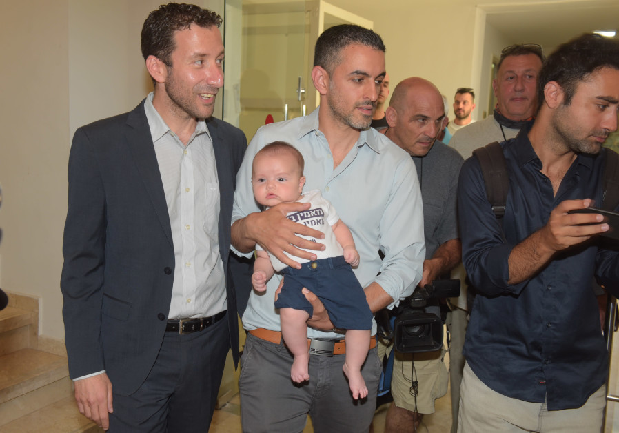 Labor MK Itzik Shmuly arrives to vote at Labor primaries with his husband and baby. (Avshalom Sassoni/Maariv)