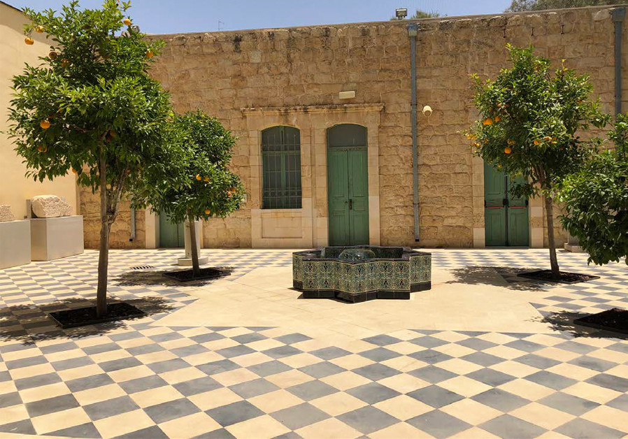 COURTYARD IN the complex housing the Negev Museum of Art and the Museum of Islamic and Near Eastern Culture. (Credit: MEITAL SHARABI)