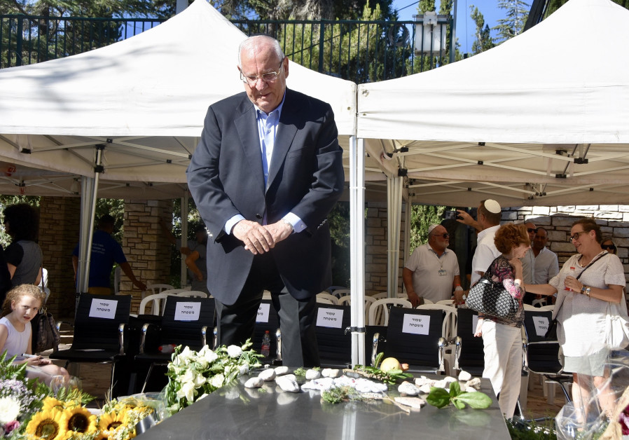 Family, loved ones gather at Nechama Rivlin's grave to mark end of mourning period