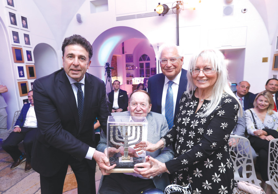 SHELDON AND MIRIAM ADELSON receive an award in Jerusalem last week from the Friends of Zion Museum.