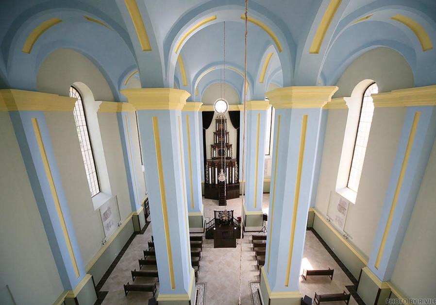 Synagogue where Menachem Begin was married receives dedicated Torah scroll