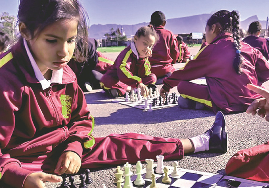 Children playing chess in Cape Town, with Table Mountain in the background (Credit: CHESS FOR CHANGE)