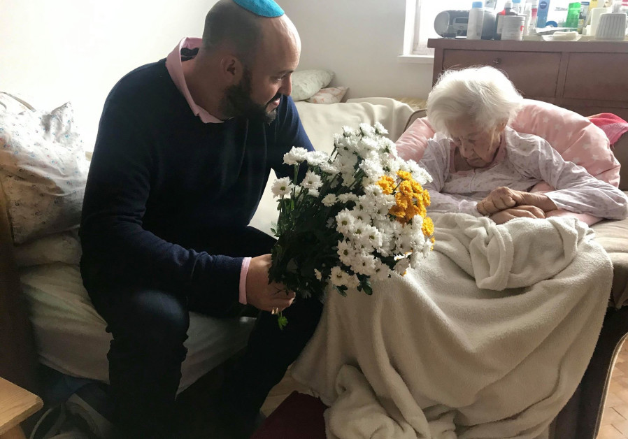 Holocaust survivor buys hospital bed for oldest living Righteous Among Nations