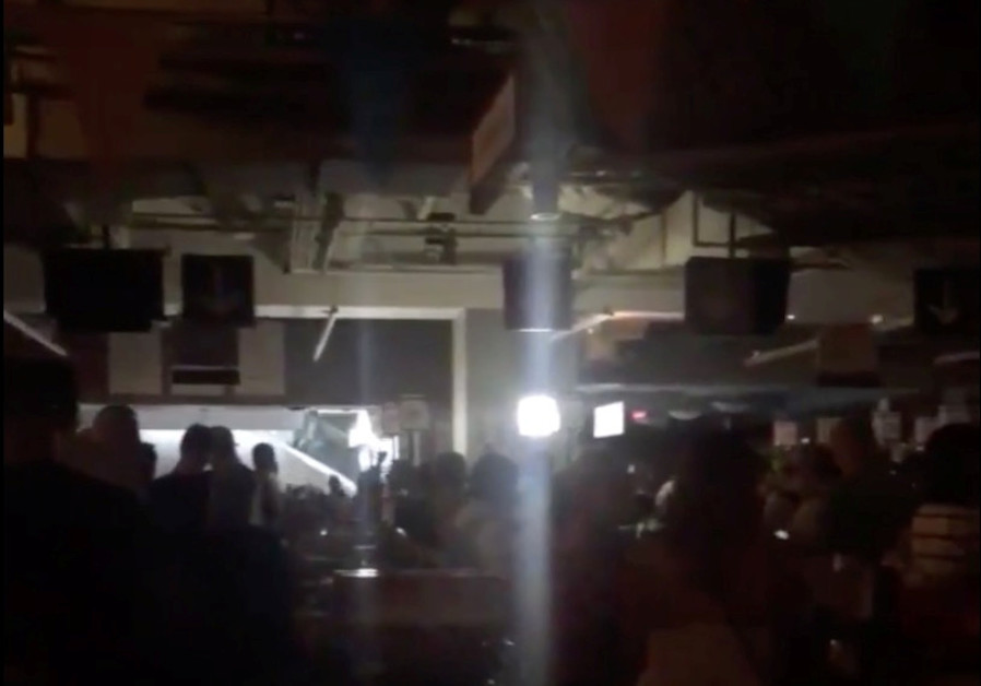 Shoppers in Columbus Circle Whole Foods during a blackout due to widespread power outages in the Man