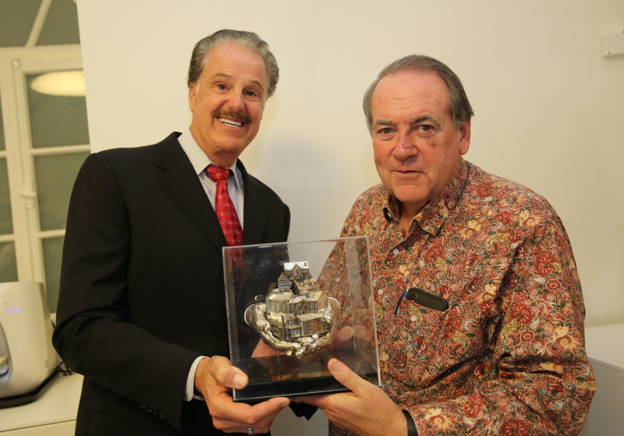 FOZ founder Dr. Mike Evans awards former Arkansas Governor Mike Huckabee with the Friends of Zion aw