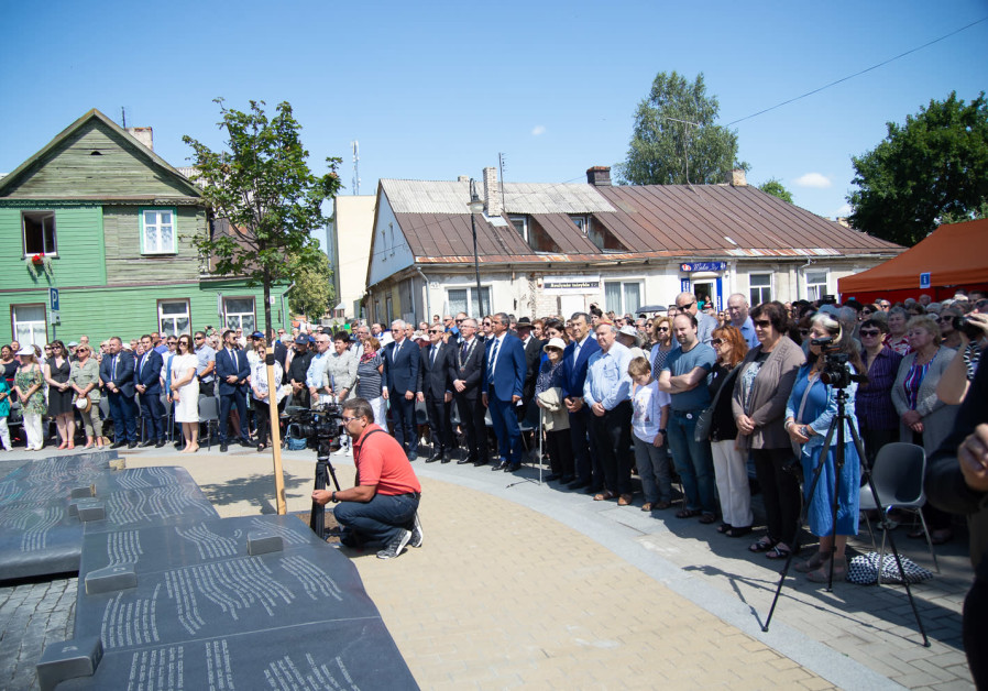 Memorial to Jewish community unveiled in Lithuanian town