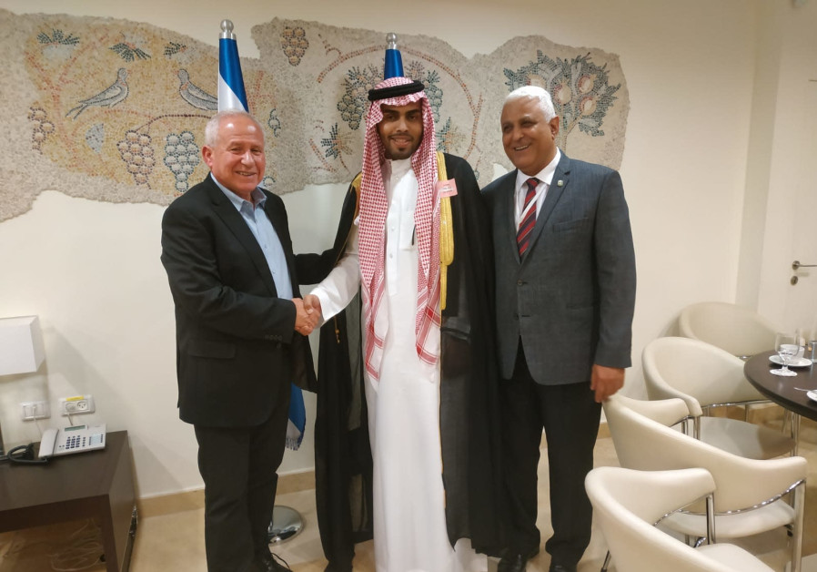 Saudi blogger Mahmoud Saud in the Knesset on Monday with Avi Dichter (l), the head of the Knesset Fo