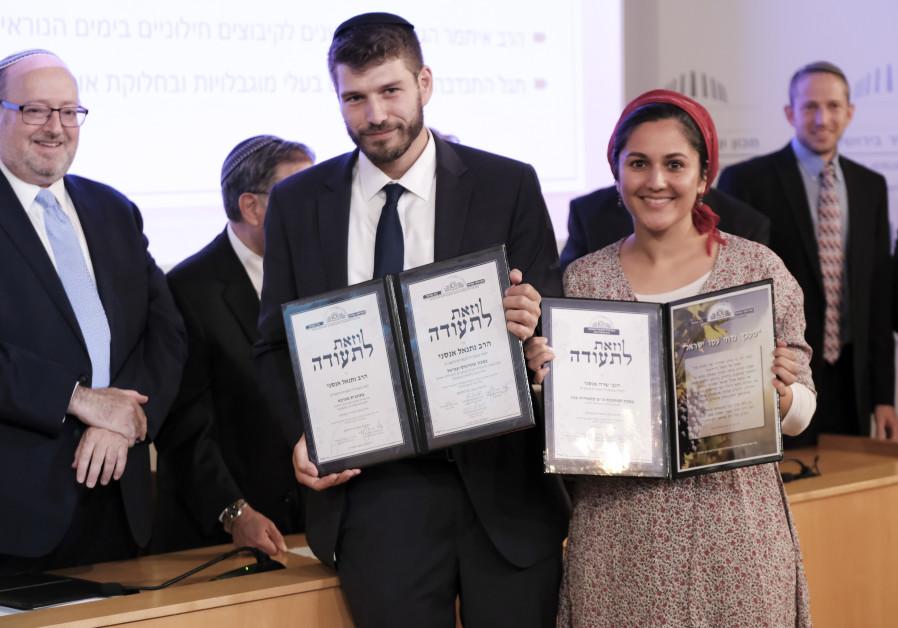 The 500th emissary couple to complete the Ohr Torah Stone emissary training programs, Rabbi Netanel