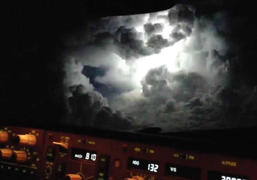 An El Al pilot pictures the world seven miles below