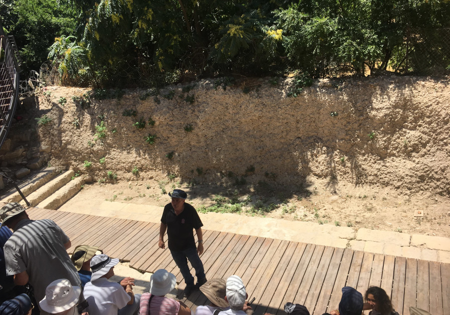 Uzi Dayan addresses five busloads of tourists in the City of David, right outside the Pilgrimage Road (Photo credit: Rebecca Araten)