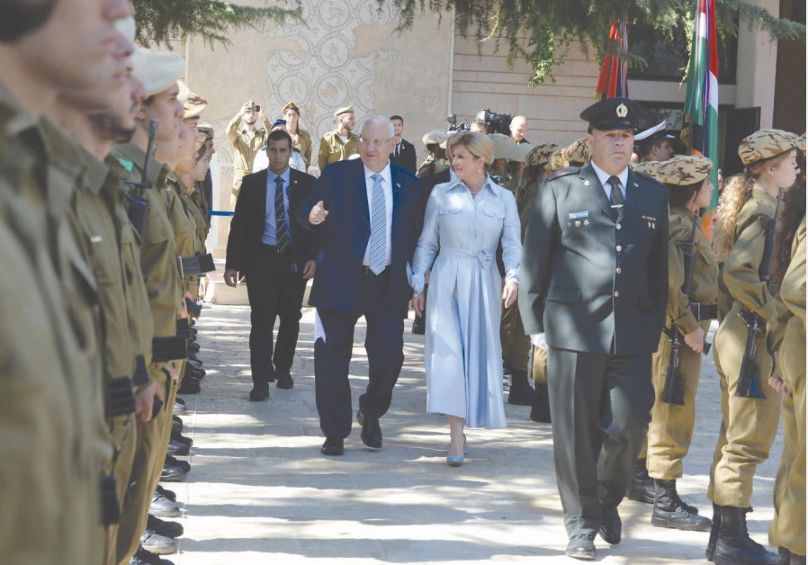 CROATIAN PRESIDENT Kolinda Grabar-Kitarovic and President Reuven Rivlin inspect the IDF honor guard