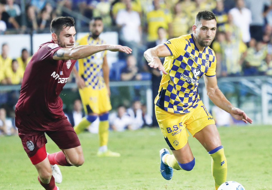 MACCABI TEL AVIV'S Itay Shechter in action against Cluj in last night's 2-2 draw in Champions League