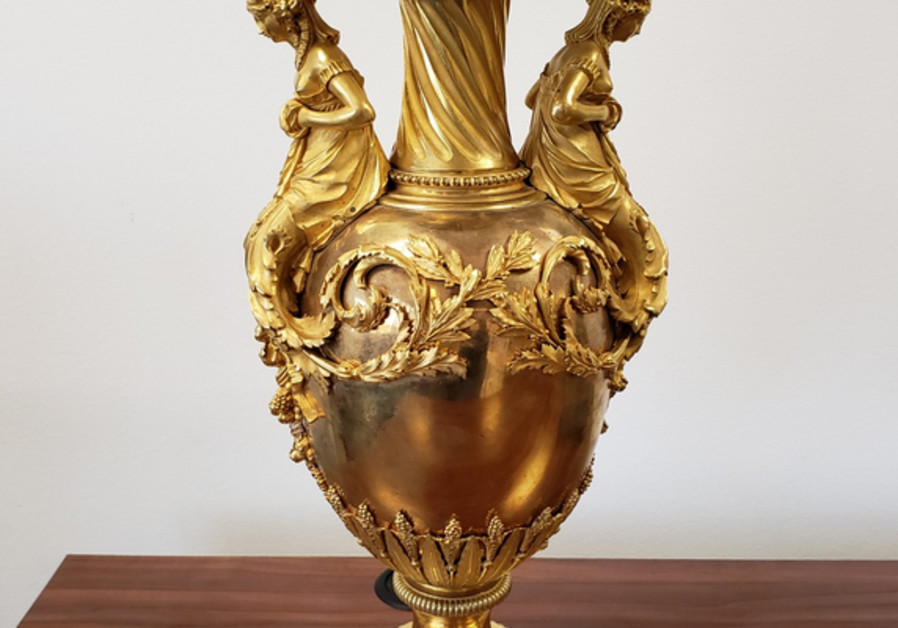 Two vases stolen by Nazi regime returned to family after 80 years
