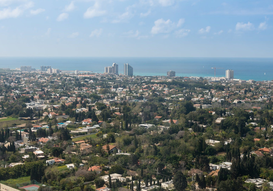 The neighborhood of Herzliya Pituach where the Ahavat Israel synagogue is situatuated.