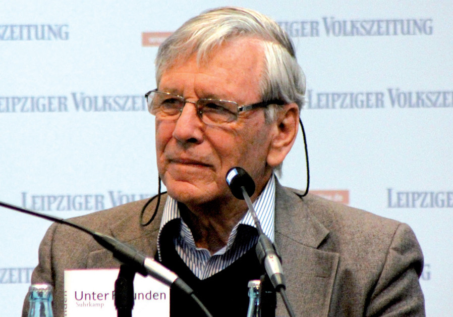 A pilgrimage to Amos Oz's grave
