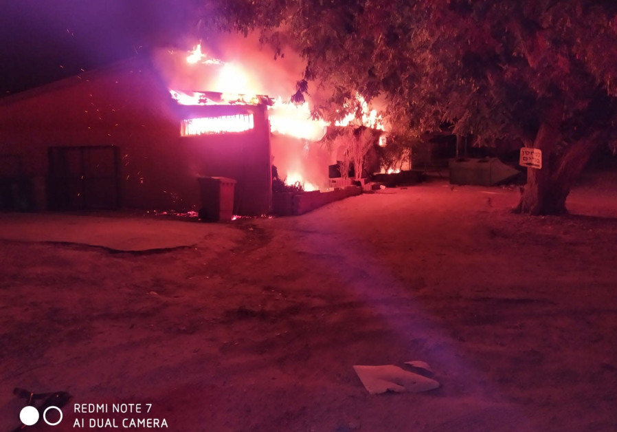 Charity warehouse at the Western Negev catches fire