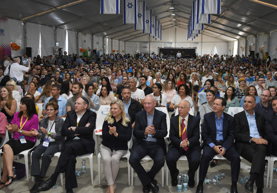 PM Netanyahu's wife Sara joins the ceremony for new immigrants from the US and Canada at Ben Gurion Airport (Credit: Haim Zach/GPO)