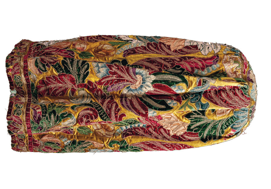 ME'ÌL, FLORENTINE embroidery (Early 18th century, embroidery; 19th century, construction), embroidery appliqued on yellow satin ground, in red, azure and green cut velvet, white, green and two-tone pink satin; Jewish Community, Florence. (Credit: OPERA LABORATORI FIORENTINI PER LE GALLERIE DEGLI UFFIZI)