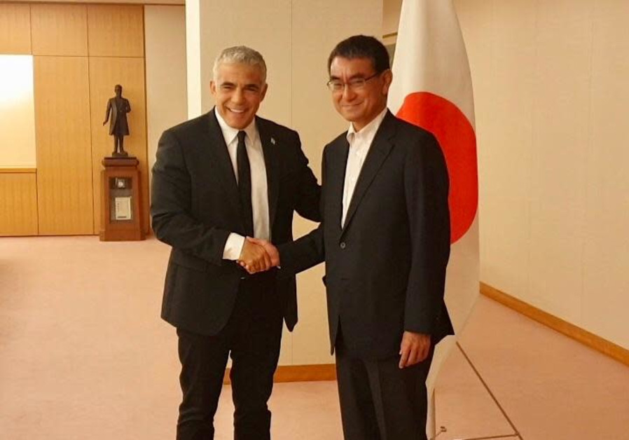 Yair Lapid with Japanese foreign minister Tarō Kōno, August 2019