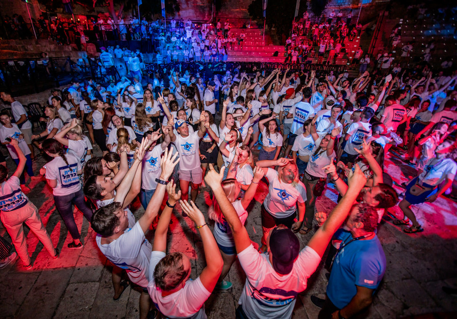 800 Young Jews from FSU Experience Taglit on the Carmel