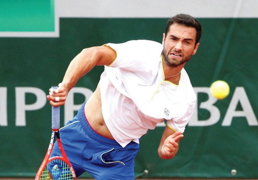 Noah Rubin finds his strength on both sides of the racket