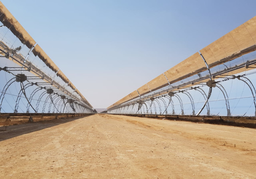 Rotating parabolic mirrors at the Negev Energy thermo-solar power plant