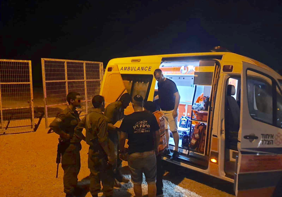 EMS teams give IDF troops near Lebanon food and water