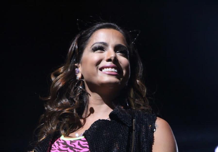 Fake news about Brazilian pop star's bar mitzvah performance