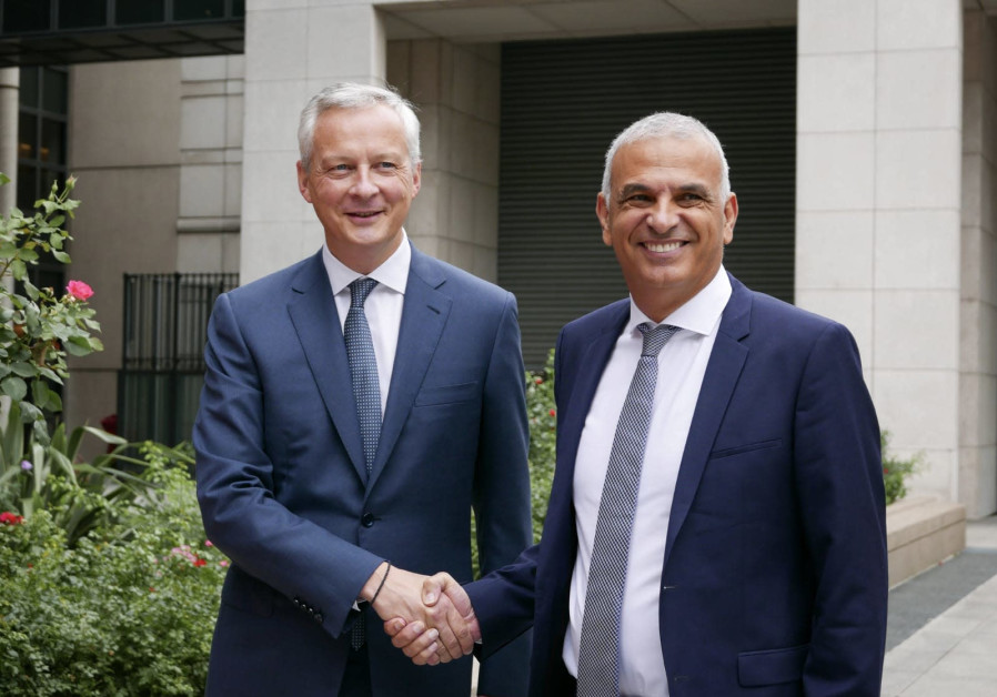 French Minister of Economy and Finance Bruno Le Maire (L) with Finance Minister Moshe Kahlon.