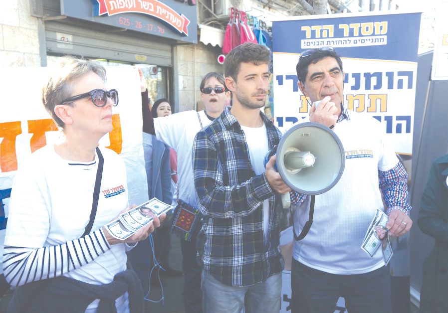 THE FAMILY OF Hadar Goldin protests last year in Jerusalem.