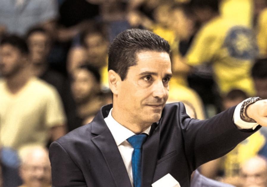 Maccabi Tel Aviv coach dressed for success