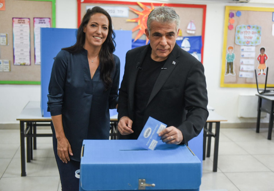 Blue and White's Yair Lapid votes, September 17, 2019