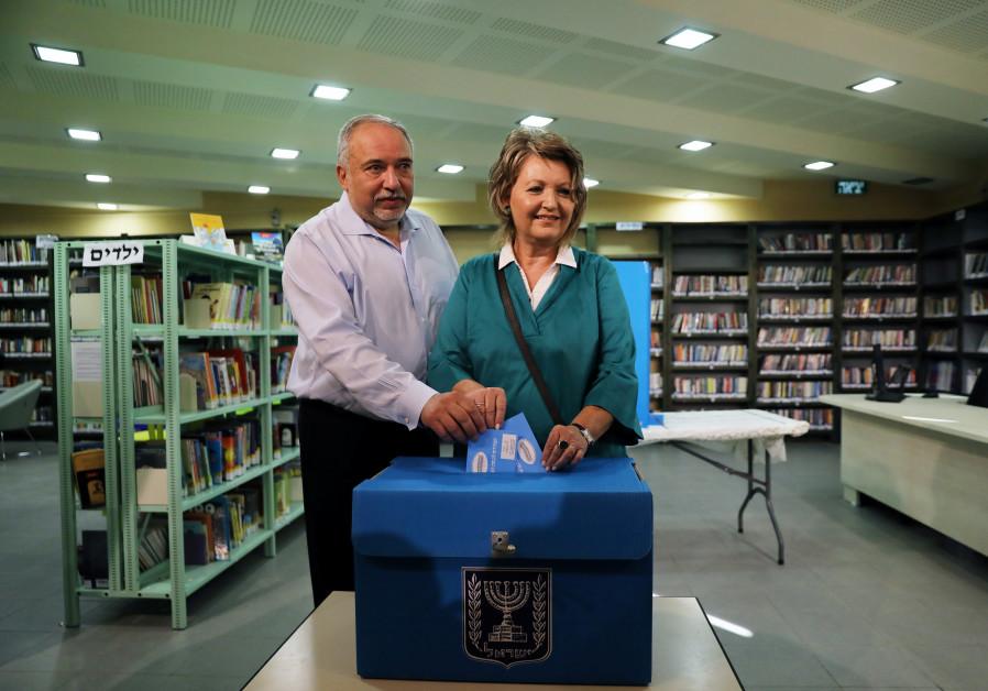Avigdor Liberman insists national-unity govt only option