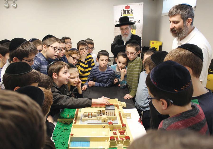 Kasowitz presenting LEGO bricks to Jewish school children (Credit: Courtesy)