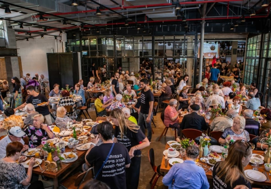 Survivors and guests eat together at the Rosh Hashanah event organized by the Association for Immedi