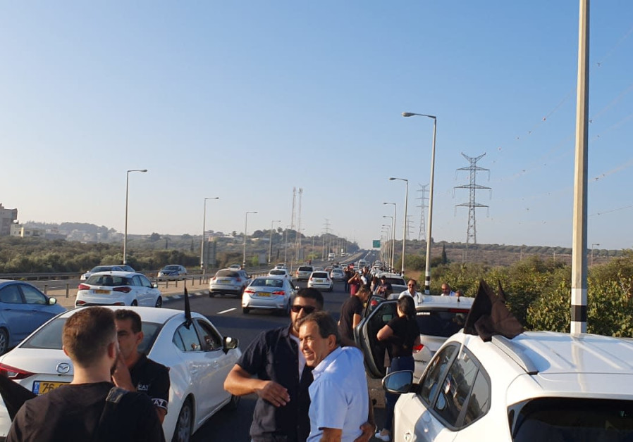 Convoy of Arab-Israelis protesting uptick in violence in Arab sector