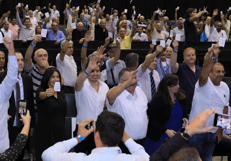Netanyahu stays away from empty Likud event