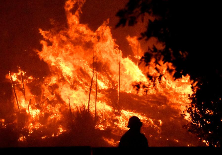 Northern Los Angeles engulfed in flames, 100,000 people flee