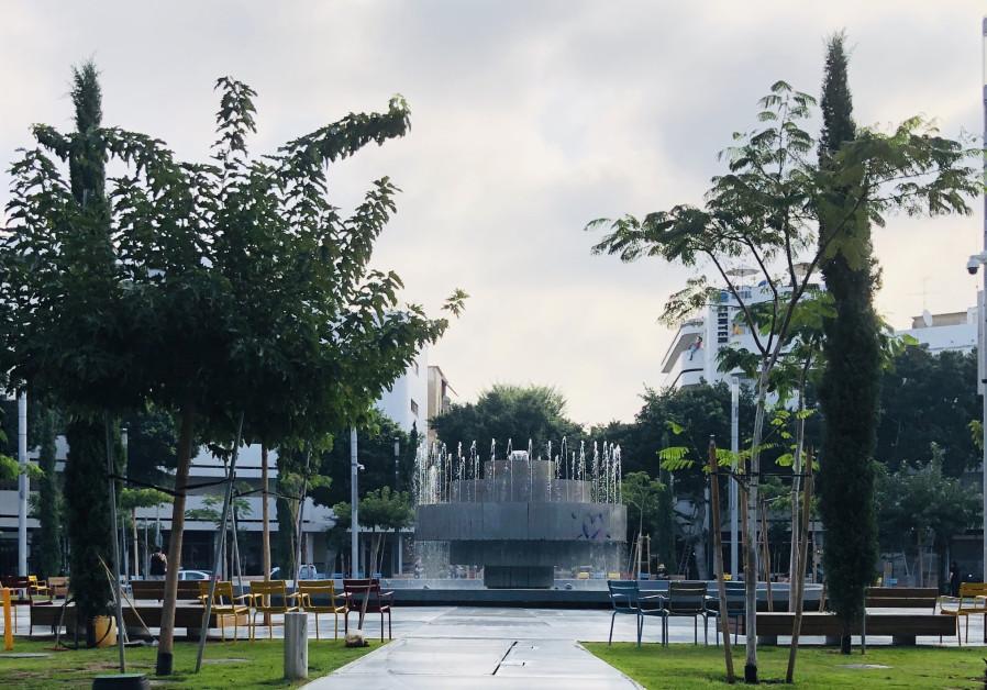 Dizengoff fountain still bare, with no clear date for Agam design's return