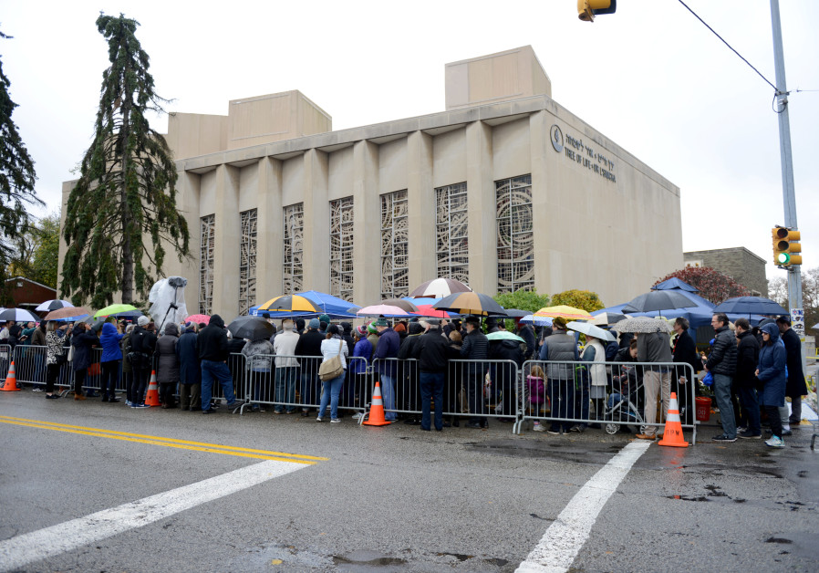 A crowd attends a vigil outside the Tree of Life synagogue, marking one week since a deadly shooting there in Pittsburgh, Pennsylvania, U.S. (Photo: ALAN FREED/REUTERS)