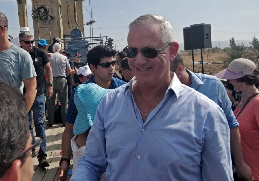 Gantz in Naharayim: As PM, I'll never miss an opportunity to achieve peace