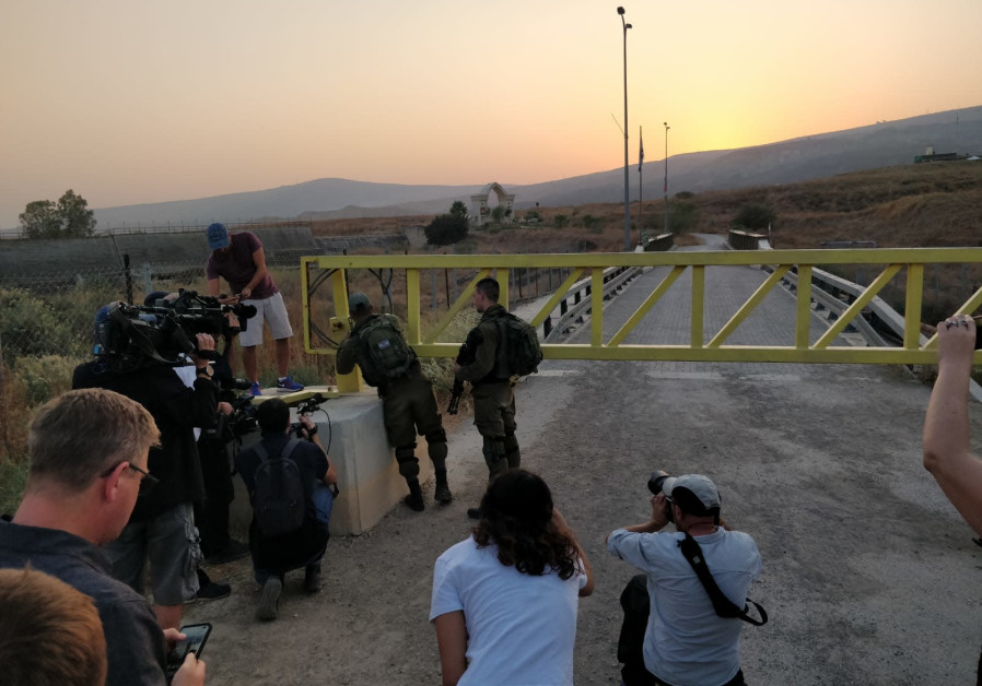 IDF soldiers close Naharayim gate prior to its return to Jordan Sunday