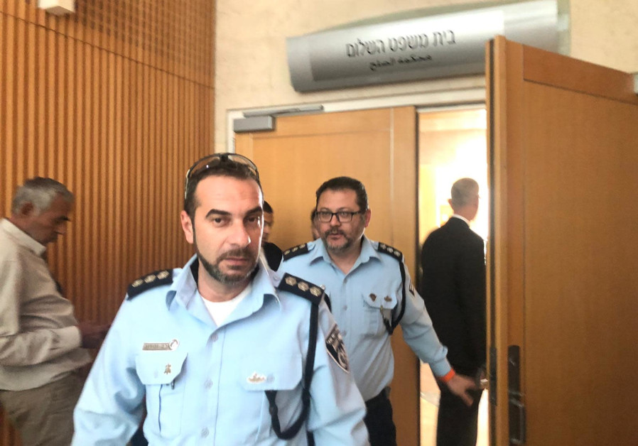 Israeli man self-immolates in a courtroom