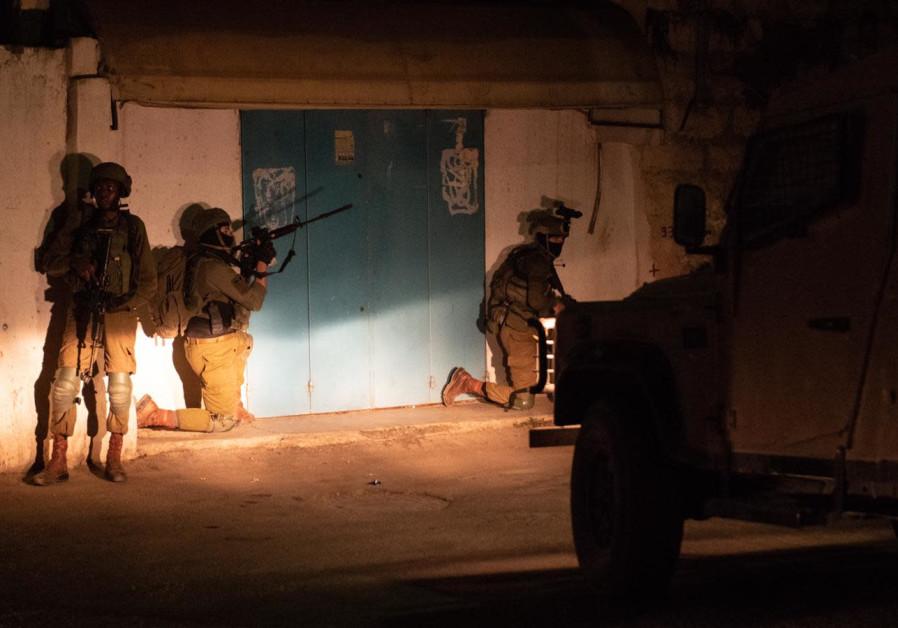 Israeli security forces arrest  PFLP terror cell members in the Ramallah area (photo: IDF SPOKESPERSON'S UNIT)